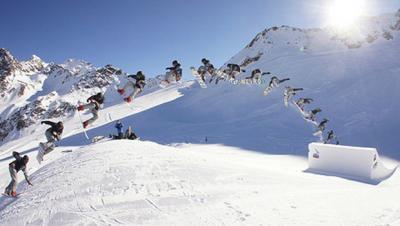 CORSI DI SCI E SNOWBOARD A MONGINEVRO VALANGA AZZURRA TORINO LO SNOW NELL'ALF PIPE DI MONGINEVRO